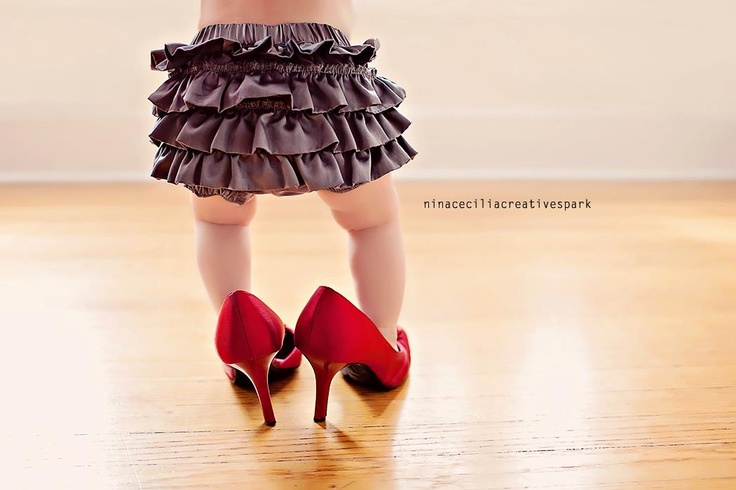 This is too cute!  I'm going to try this for my next toddler shoot!