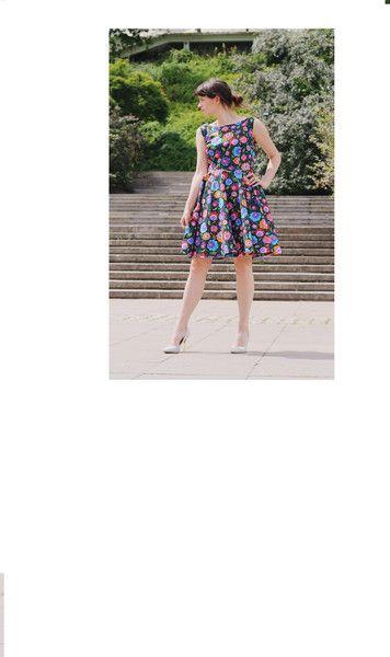 ROZKLOSZOWANA SUKIENKA KWIATY od BABS - B_A_B_S - Sukienki