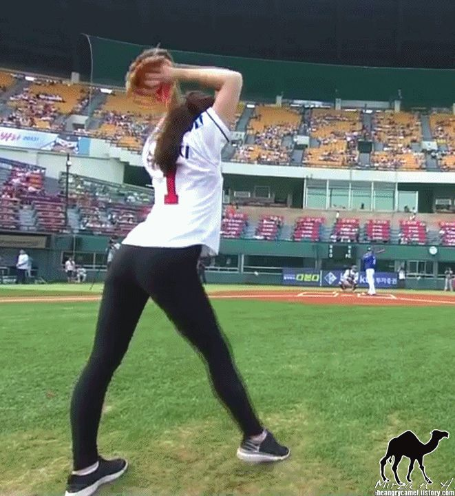 Super Punch: Korean rythmic gymnast throws out wild first pitch