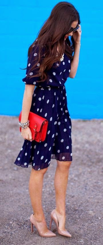 Street styles | Navy dress with heels