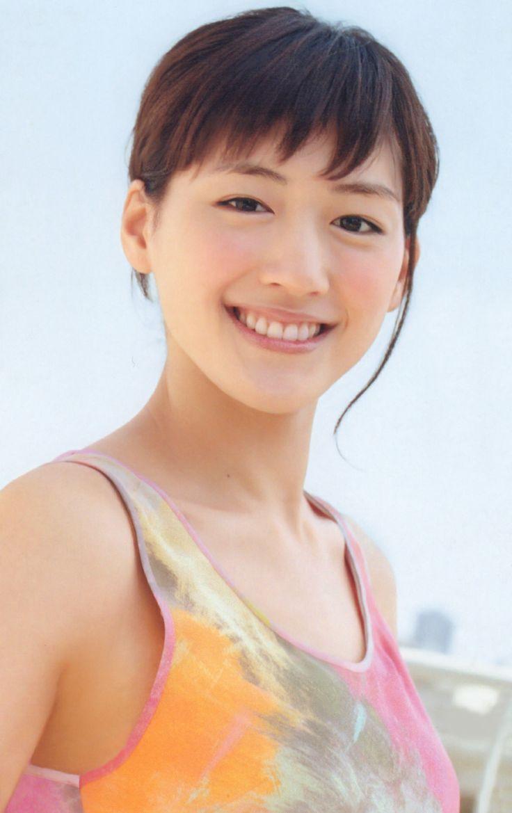 笑顔の綾瀬はるか。