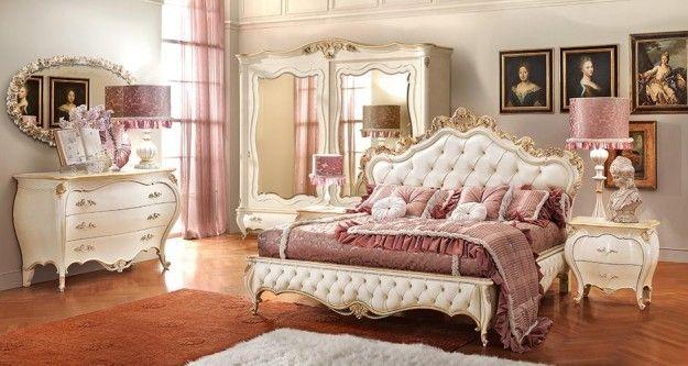 Camera da letto dal gusto raffinato - Mobili dalle nuances chiare per arredare una camera da letto romantica.
