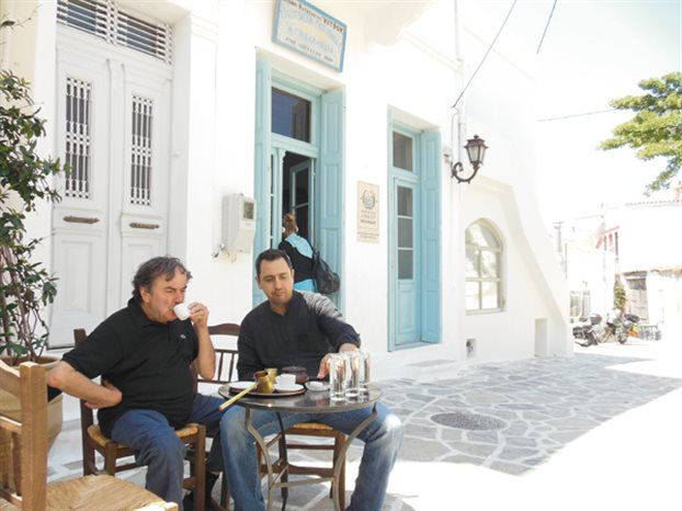 Ο Γιώργος Βέλτσος με οδηγό και μύστη το Βασίλη Λαπαναϊτη επιχειρεί μια πρώτη ανάγνωση της κρυφής νοστιμιάς της Νάξου που…