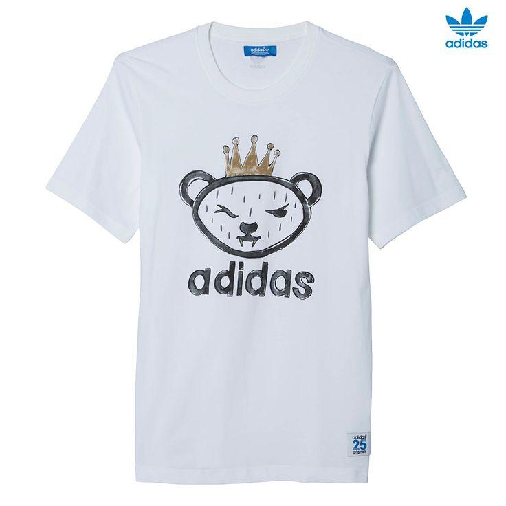 """CAMISETA ARTIST BEAR. Diseñada en colaboración con el influyente diseñador japonés, Nigo, esta camiseta para hombre presenta un estampado del mítico rey osito dibujado a mano. Incluye una etiqueta con el número """"25"""" diseñada por Nigo. adidas Artist Bear Tee AJ5203 http://www.srbalon.com/nigo/adidas-artist-bear-tee-aj5203"""