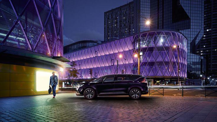 #Renault #Espace #Initiale #Paris #Car #Design #Picoftheday #carphotography #bluecar #architecture #lights