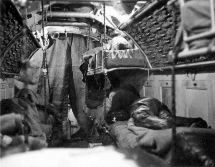 Torpedo bow compartment of the german submarine u 7 type for Interieur u boot