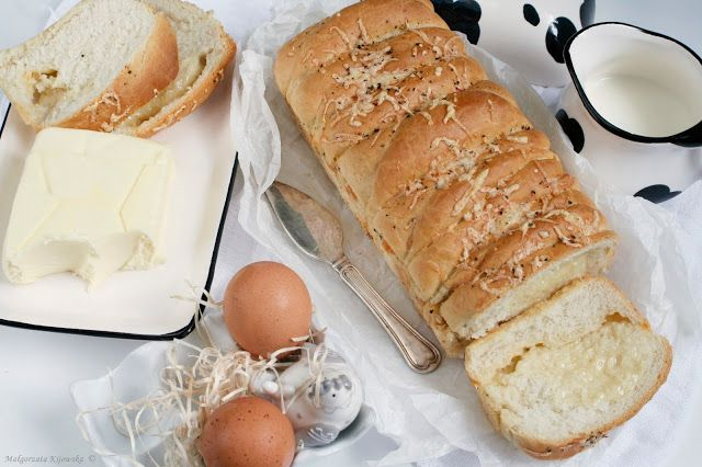 Prosty pszenny chleb tostowy z serem
