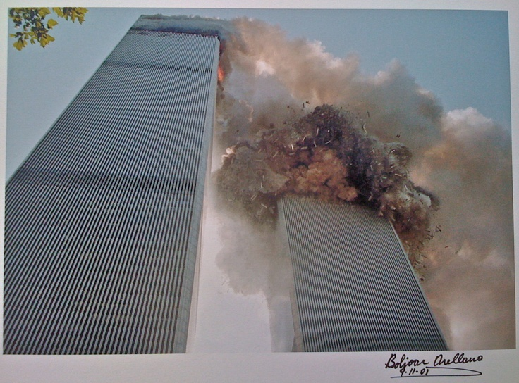 WTC 9/11 - Tower 2 falls first...