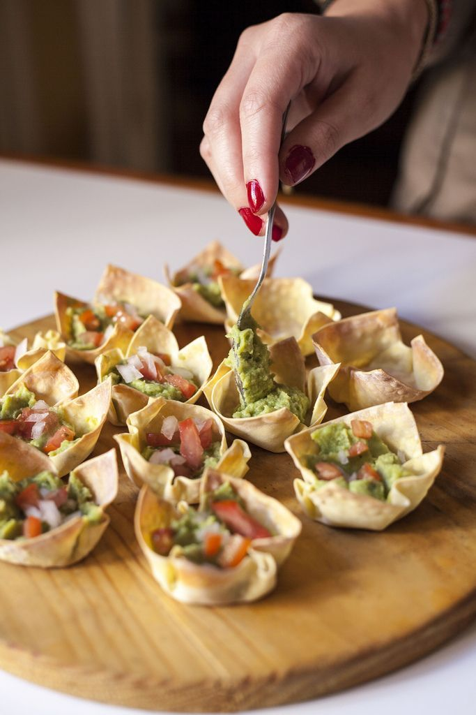 Mexican food: Guacamole cups. (Recipe currently lost due to a website problem, but I'm pinning in the hope it'll her fixed. I want to know what they used for the cups themselves)