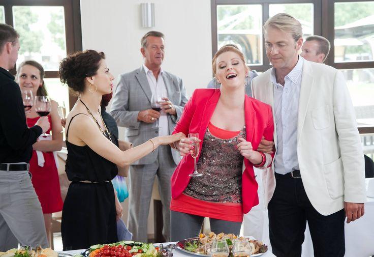Seriálová mrcha Karin to na párty poriadne prehnala s alkoholom! Viac na http://burlivevino.markiza.sk/clanok/aktualne/barbora-svidranova-pod-parou-prehnala-to-s-alkoholom.html