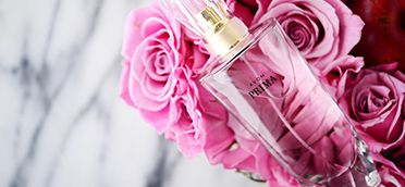 Prima Eau De Parfum includes lush top notes of plum to shape a delicate, yet quietly powerful fragrance as unique and versatile as you are!