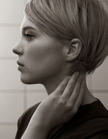 I think I like this in the back. Could we do long pixie in front & short bob like this in back?