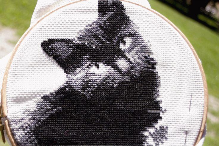 Gatto nero ricamato a Punto Croce