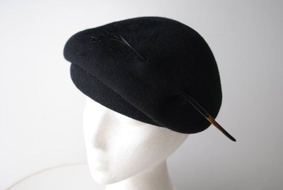 Luxurious vintage 40s black 100%wool pompadour style  by VezaVe