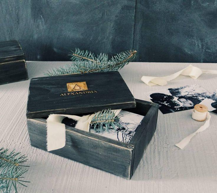 Тепло рук мастера хранят коробочки выполненные с любовью а вы сможете наполнить их своими воспоминаниями которые сохранятся на долгие годы! Коробочки для фото 10/15 материал - дерево крышка удобно закрывается на магнитах гравировка может быть любой! ---- #мастерская #казань #фотобоксы #фотография #фотографы #фотографыказани #фотосессия #шкатулка #фотоаксессуары #фотосет #фотофон #woodbox #woodenbox #дерево #казаньдизай
