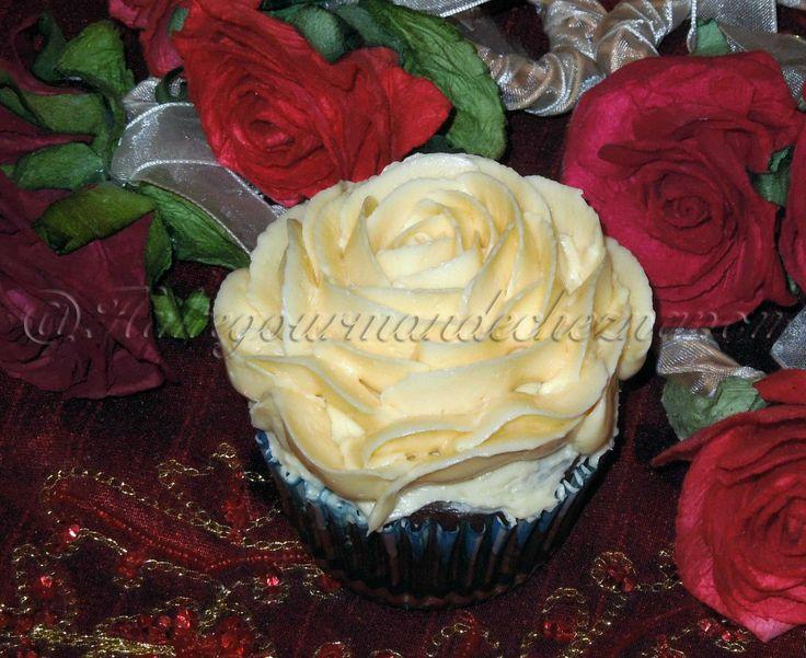 Cupcake chocolat vanille en forme de fleur