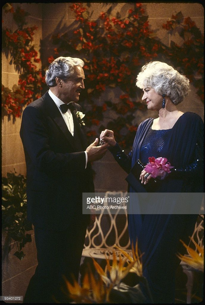 THE GOLDEN GIRLS - 9/24/85 - 9/24/92, HAL LINDEN, BEA ARTHUR,