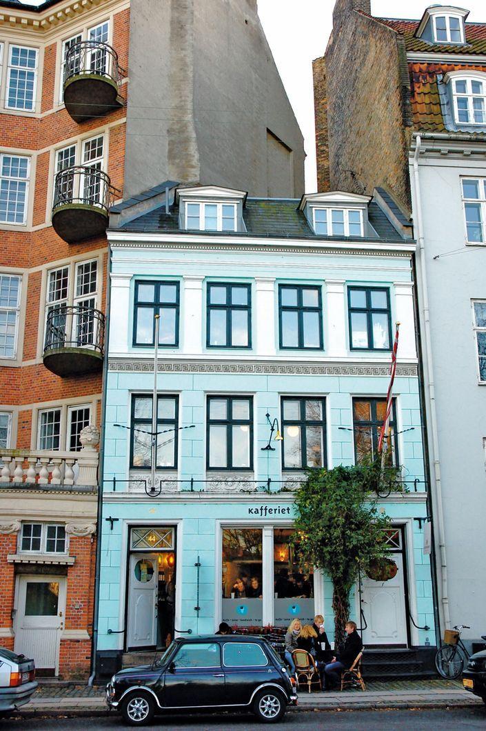 17 hemmelige danske perler - Pluk jordbær i smukke Nordsjælland, tjek ind på Københavns hyggeligste etværelses-hotel, eller nyd en iskold hjemmebrygget øl på Ærø. Du behøver ikke at rejse langt efter unikke sommeroplevelser