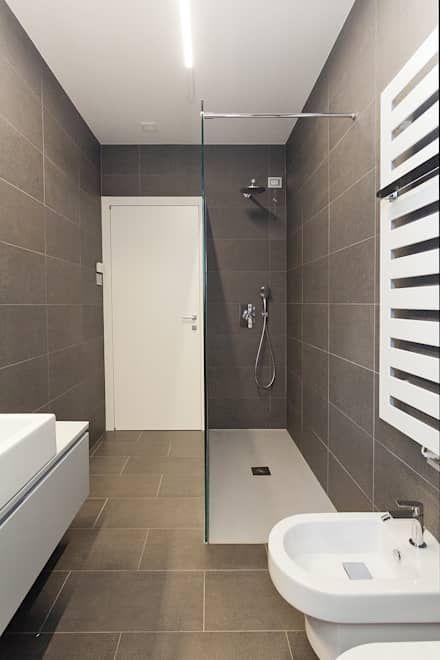 foto bagno: Bagno in stile in stile Moderno di Studio Atelier di Silvana Barbato