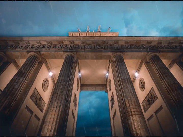 Smartphone Content Experte Auf Instagram Das Brandenburger Tor In Berlin Wahrscheinlich Das Meist Fotografiertest Moti Marina Bay Sands Marina Bay Landmarks