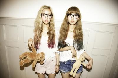 Ami Aya Amiaya japanese models hair color dye pink green blonde brunette teddy bears cute glasses