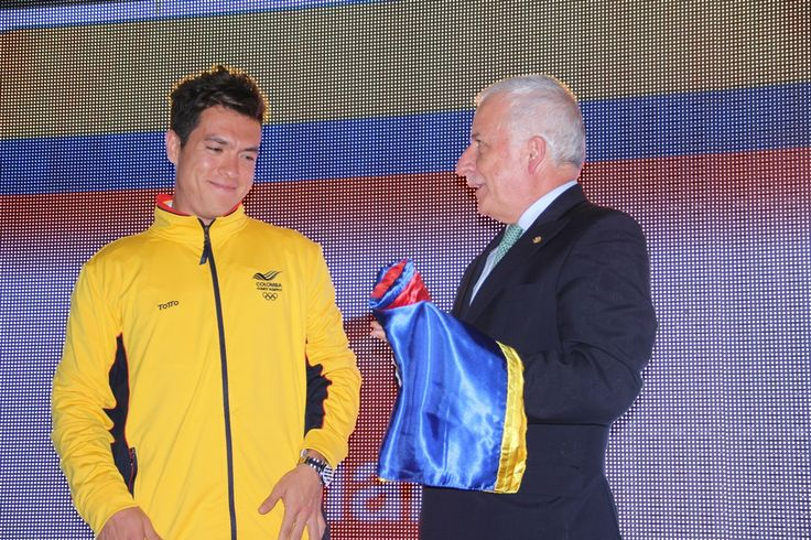 Presentación del Equipo- Entrega de bandera a Miguel Ángel Rodríguez
