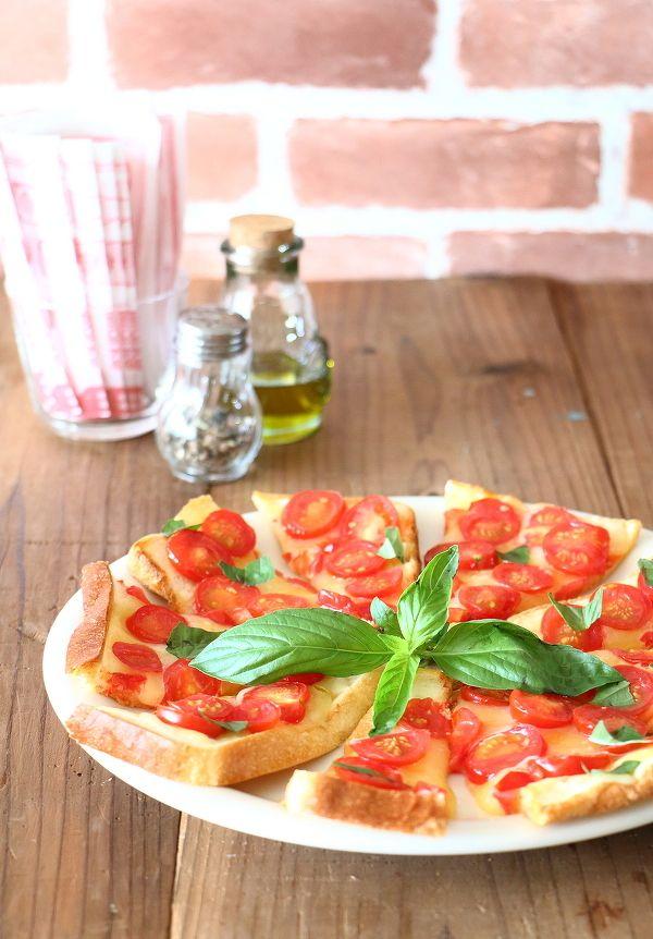 生地作り不要!3ステップでできる食パンピザの作り方   レシピサイト ... 食パンで作るピザ生地は、お好きな厚みで作れるし、簡単・手軽♪ 特別な道具もいらなければ、難しい工程もなし。たったの3STEPで作れちゃいます。