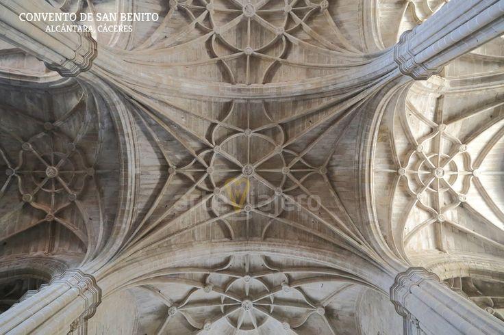 Bóvedas de la iglesia del Convento de San Benito de #Alcántara #Cáceres http://arteviajero.com/