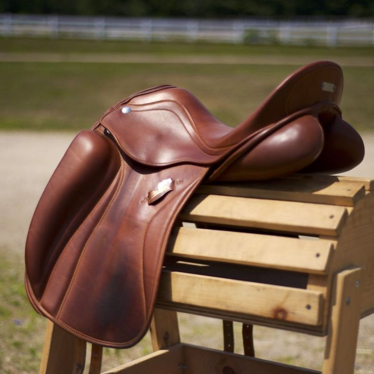 This is the most beautiful saddle! Love the color, deep seat, and panel shape. Zaldi San Jorge - dark london.