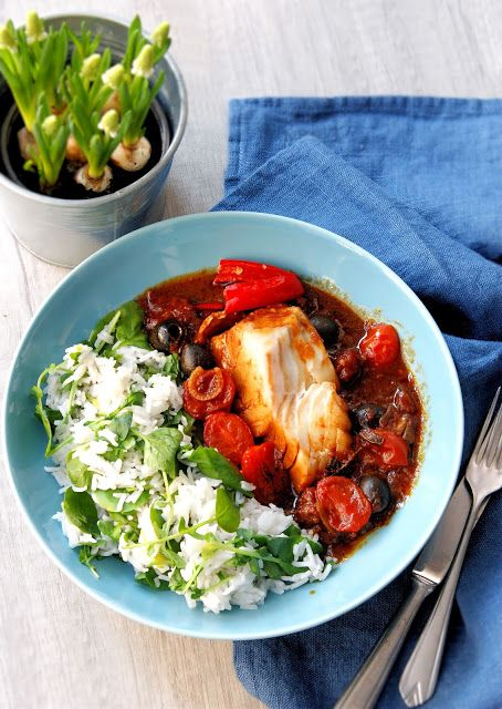 szczypta smaQ: Ziołowy ryż z dorszem w sosie pomidorowym