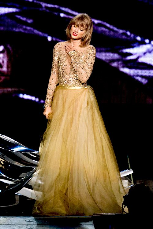 Taylor Swift perform onstage during Taylor Swift The 1989 World Tour Live In Los Angeles at Staples Center on August 25, 2015 in Los Angeles, California.
