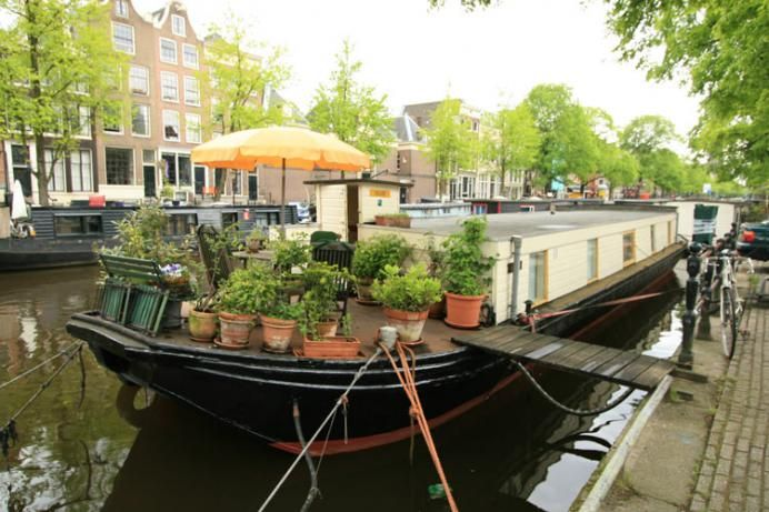 Karins Houseboat in the city centre of Amsterdam