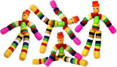 Bonecos feitos com tampinhas.