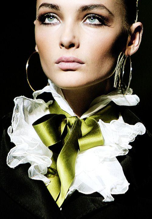 Roberto Cavalli: Onopka Roberto Cavalli, Ribbons Bows, Green Dreams, Green Bows, Fashion Details, Bows Ties, Fashion Show, Horses Ss, Snejana Onopka Roberto