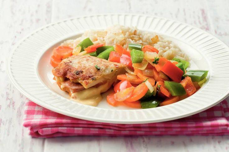 Kijk wat een lekker recept ik heb gevonden op Allerhande! Gevulde kip met paprika en rijst