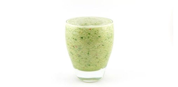 De komkommer banaan appel en peterselie smoothie is een lichte groene smoothie. Door de appel lekker fris en een beetje pit door de peterselie. Erg lekker!