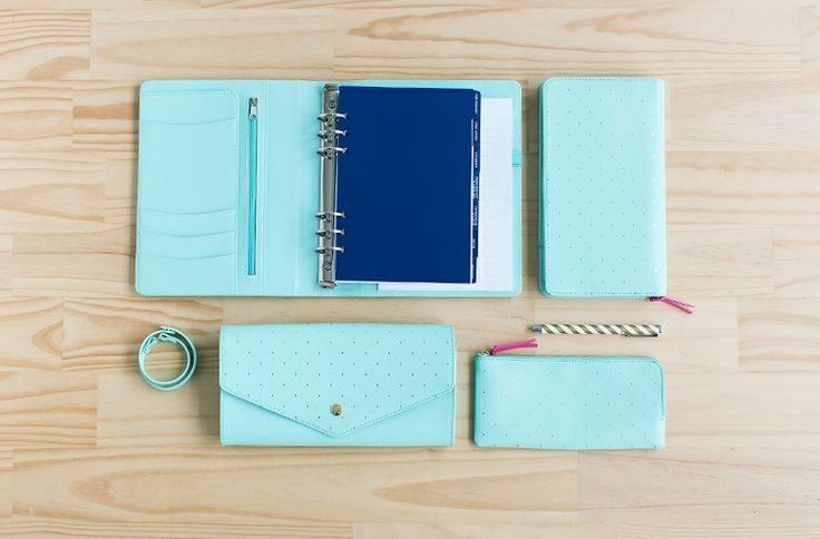 Our Mint Leather is a perfect balance between form and function. Pretty and practical, this fresh colour offers you stylish organisation on ...