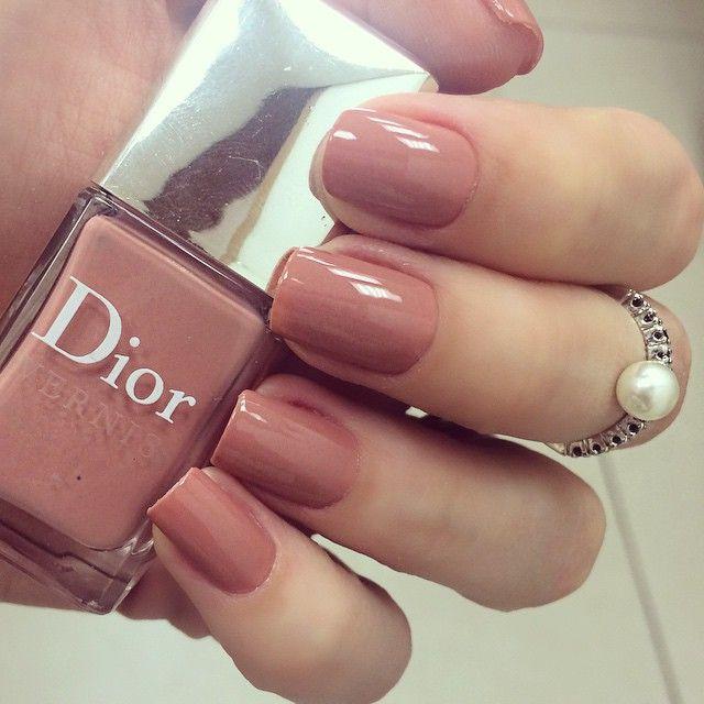 """""""Unhas da semana por @milavaz no @celiofariabh: Terre de Seinne da Dior - nude lindinho ☺️☺️☺️ #nails #dior"""""""