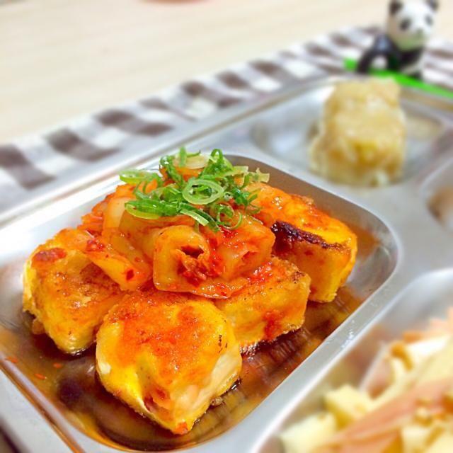 あれ?コメントいれたのにまた消えてる(   ˙࿁˙   )  中途半端に少しだけ余ってしまったキムチの救済レシピです♡  お豆腐に味付けしたお醤油&お砂糖の甘辛いのと、キムチの辛さが絶妙でお箸が止まらんかったー。  はじめさんのお豆腐のキムチ焼きをヒントに作ったので、食べともよろしくお願いします(●´ω`●)  レシピは覚書です◡̈*  また作ろうっと  ごちそうさまでしたっ**...° - 131件のもぐもぐ - キムチ豆腐◡̈♥︎ by sakurapandasan