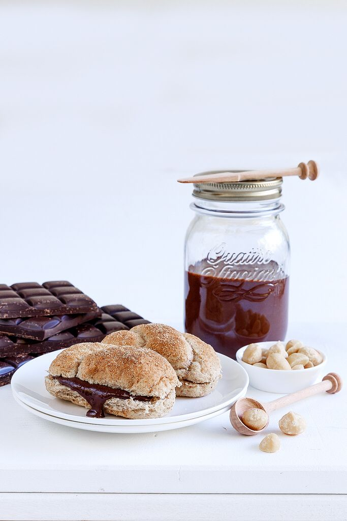Home made chocolate spread Anna-Maria Barouh  http://www.instyle.gr/recipe/alimma-sokolatas-me-fountoukia/