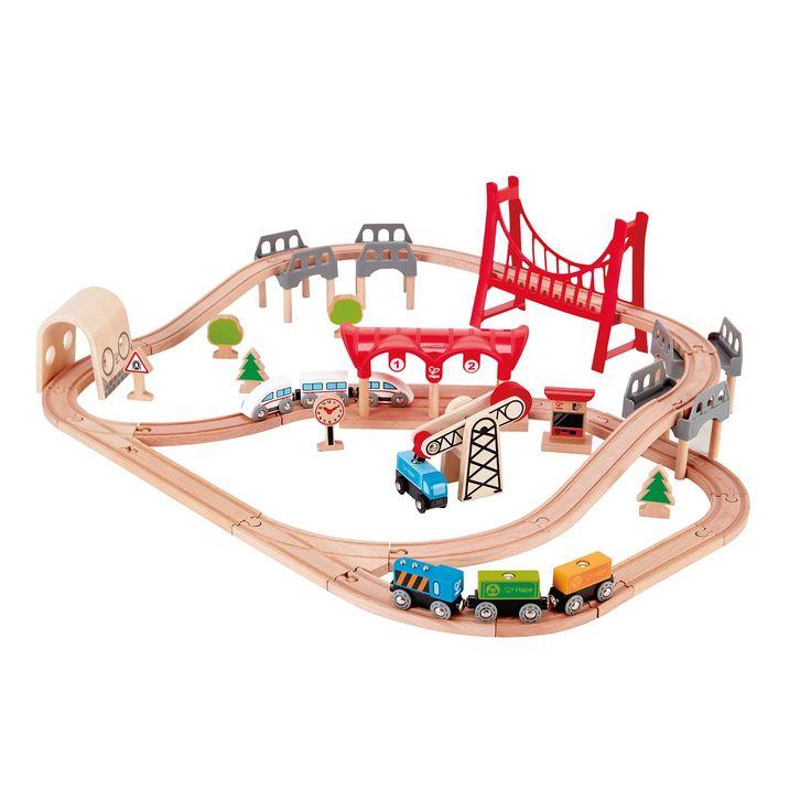Bouw een volledige prachtige Hape spoorweg met bruggen, bochten en een station. Gebruik je fantasie en bouw je eigen creatie! Maak daarna een ritmet de kogeltrein op jouw eigen spoorweg. De set komt met verschillende accessoires zoals 1 passagierstrein, 1 trein met 3 wagons, treinstation een grote brug en nog veel meer! Geschikt voor kinderen vanaf 3 jaar. - Hape Treinset Double Loop