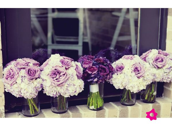 Ramos de novia y damas en rosas moradas para boda: Bridal Bouquets, Bridesmaid Flowers, Purple Flowers, Purple Rose, Wedding Flowers, The Bride, Purple Bouquets, Bridesmaid Bouquets, Hydrangeas