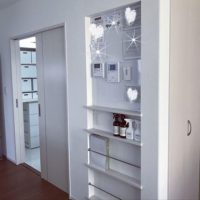 壁 天井 収納 シンプルモダン ニッチ 新築 などのインテリア実例