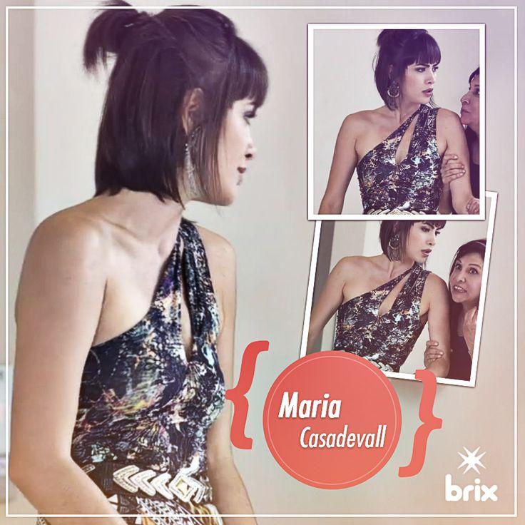 Maria Casadevall di-van-do com o vestido Brix na novela Amor a Vida. Quem viu? #famososdebrix #estilobrix #novela #amoravida #brixjeans