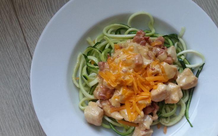 Cheddar pasta met courgette spaghetti, koolhydraat arm gerecht onderdeel van de gobento.nl weekmenu's