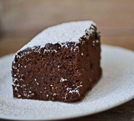 Turta dulce cu ciocolata. Se prepara foarte usor si este foarte aromata. Ingrediente Turta dulce cu ciocolata: 2 cani faina 1/2 plic praf de copt 1 lingurita scortisoara macinata 1 lingurita cuisoare pisate 1 lingurita pudra de ghimbir 1 cana zahar 100 grame