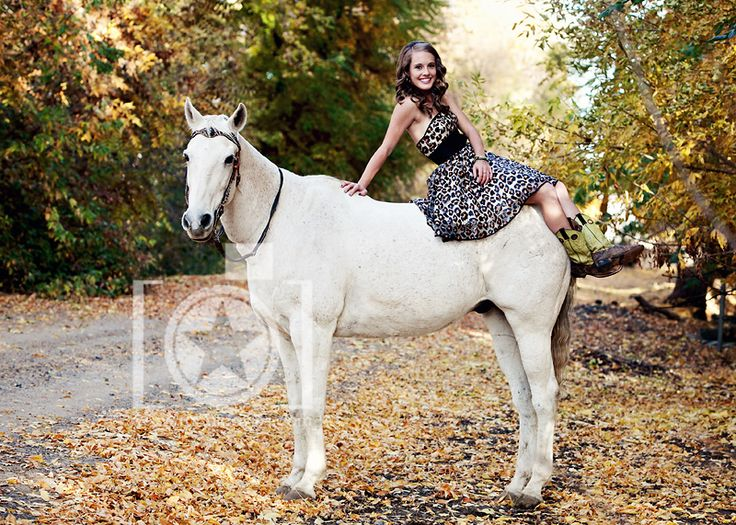 I want to do a horse photo shoot with carissa someday!