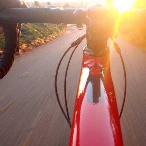 Ahora que cae el sol es un gran momento para hacer deporte. ¿Te animas? .  .  .  .  .  .  #sport #deporte #relax #confort #desconectar #peace #pau #peacefullocation #beautiful #instacute #sunny #picoftheday #love #instagood #photooftheday #tbt #cute #happy #instadaily #fun #instalike #nature #igers #slowlife #instago #instatravel #picoftheday #riding #bici #bycicle