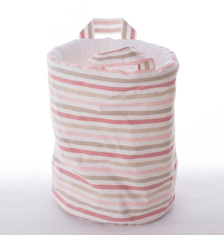 Kosz w różowe paski idealnie sprawdzi się jako pojemnik na zabawki,misie, poduszki oraz wszystkie inne rzeczy. Wymiary: śr. ok 30cm wys ok 40cm. Ręcznie wykonane. Materiał: 100% bawełna.