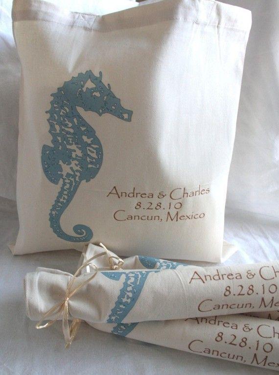 Bello y útil recuerdo de bodas para una temática de playa. Originales souvenirs para bodas personalizados en la playa con hipocampos.